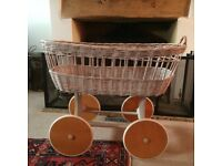 Moses basket, on wheels