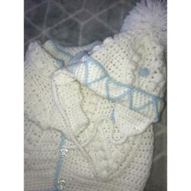 White and blue knitted set