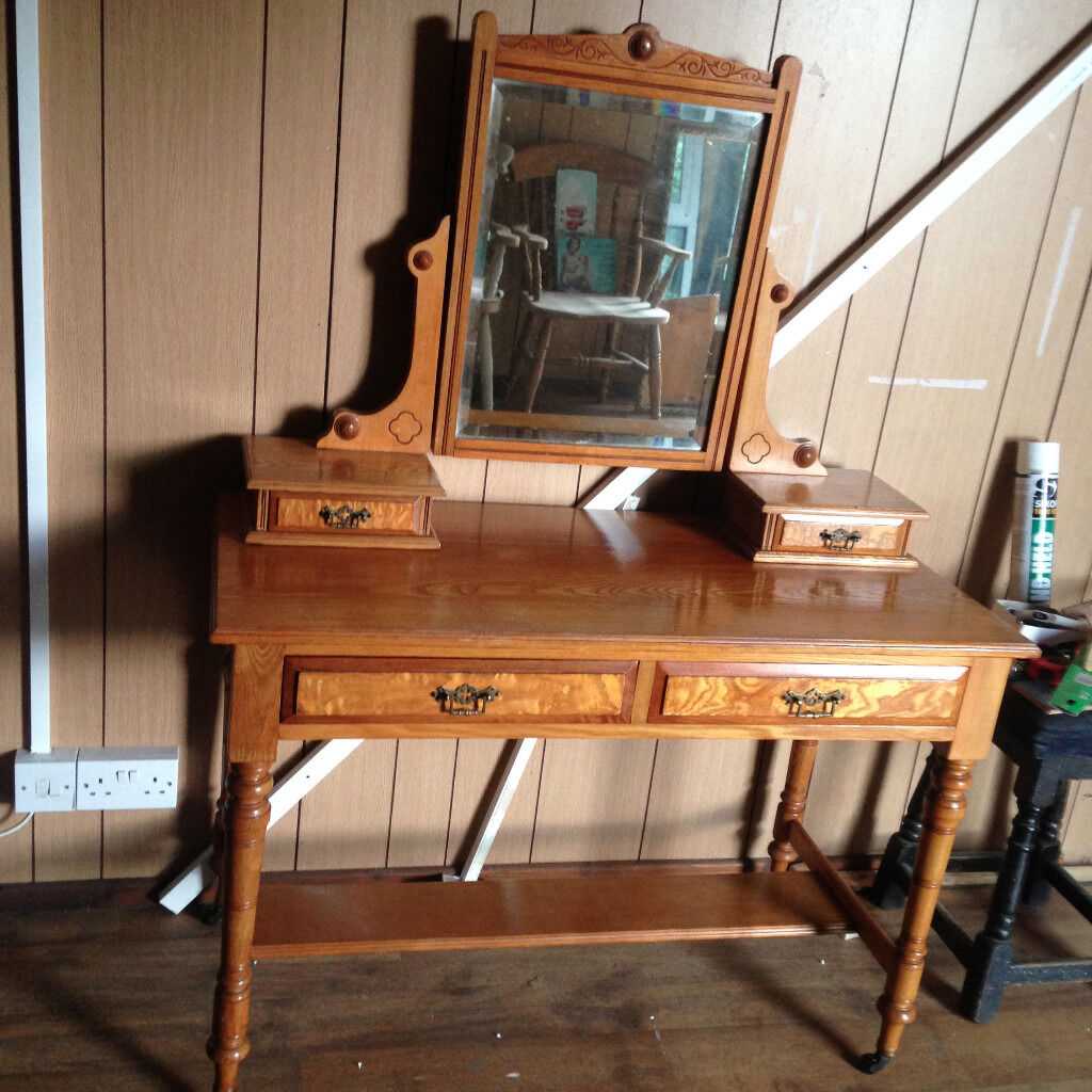 Edwardian 19th Century,Yew Wooden Dressing table & Mirror