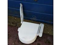 TOILET SEAT TO RAISE HEIGHT