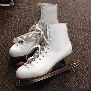 Women's Glacier 220 Ice Skates (SKU:Q12A17)