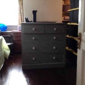 Vintage style chest of drawers