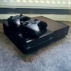 Xbox one games and controllers