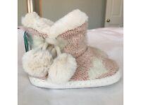 Girls slippers size 5/6 BNWT never worn