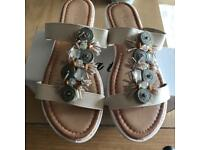 Cream sandal sliders size 6