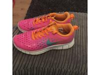 WOMENS GIRLS NIKE TRAINERS SIZE 4 BROUGHT IN FLORIDA