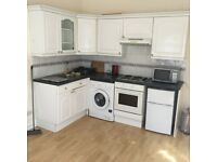 Modern self contained 1 bed flat in Hampton - near BR station - AVAILABLE IMMEDIATELY