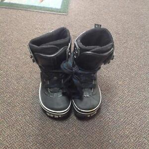 Air walk snowboard boots -Men's 7- black (sku: Z15044)