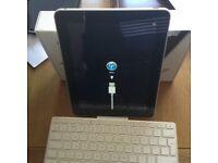 iPad 16gb series 1 with iPad keyboard