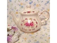 Beautiful vintage tea pot. Made by sadler. Excellent condition