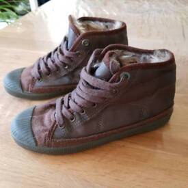 Boys warm winter ankle-high sneakers size 12.5