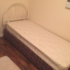 4 SALE EXCELLENT CONDITION SINGLE BED WITH HEADBOARD AND BRAND NEW MATTRESS £4O