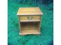 Solid pine bedside cabinet with 1 drawer