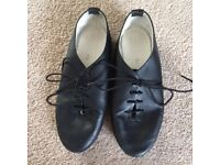 Size 13 black jazz shoes, leather street dance shoes