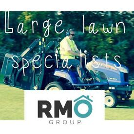 Lawn cutting. Large lawn specialists