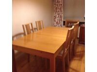 IKEA BJURSTA DINING TABLE. Oak veneer dining table and 4 chairs. 140/180/220x84 . In good condition.