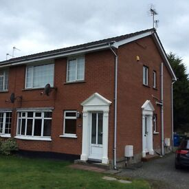 Lovely 2 Bed Ground Floor Apartment with gardens to the front and rear