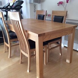Beautiful quality Solid Oak wood dining table with four chairs for sale