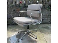 Eames EA208 Soft pad chair
