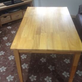 Brand new kitchen table 2 weeks old excellent condition