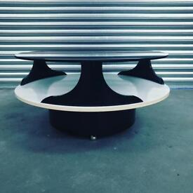 Amazing Italian retro Mid Century Modern coffee table. Excellent vintage condition.