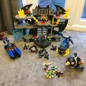 Imaginext DC Superheros Batcave & figures
