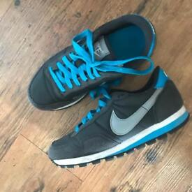 Blue nike trainer size 3