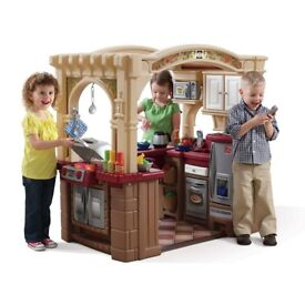 Step 2 Grand Grilling Walk-In Kitchen Play