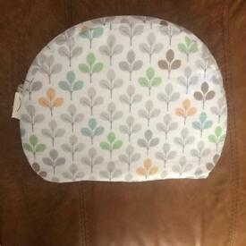 Pregnancy bump support wedge pillow Chicco