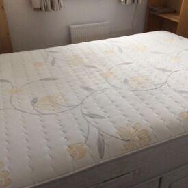 """Sleepeezee 4'6"""" Two Drawer Double Divan Bed"""