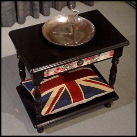 Couronne Royale - A Bedside Table