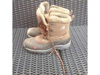 Men's snow boots. 11
