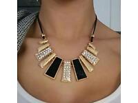 Gorgeous ladies Gold bar pendant collar necklace