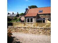 2 bed cottage, North Yorkshire Moors. Sleeps 4+1 in yravel cot.