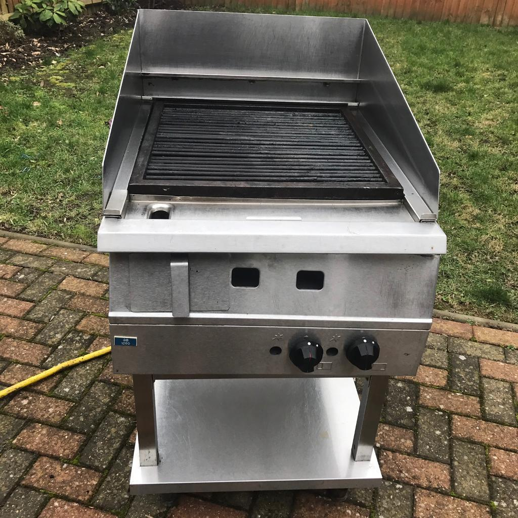 Commercial gas grill