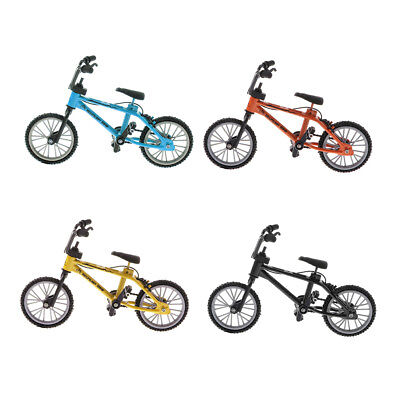 4 Pieces Mini Desk Gadget BMX Bicycle Model Finger Board Bike Toy Set 1:24