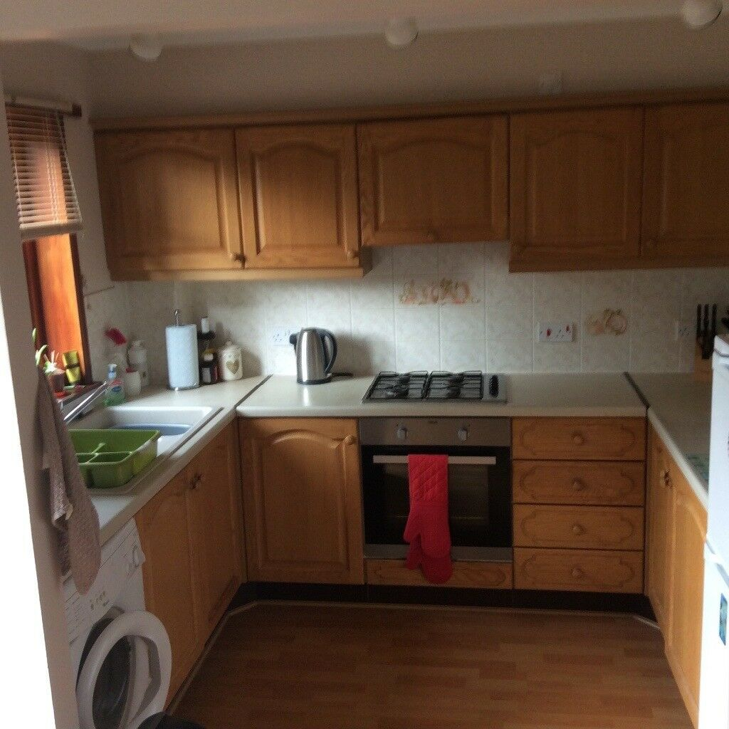 2 bedroom semi detached house for rent. Secure garden and next to south inch park