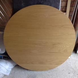 1000mm round table 4 chairs in good condition