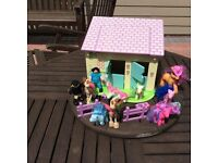 Early learning horse stable