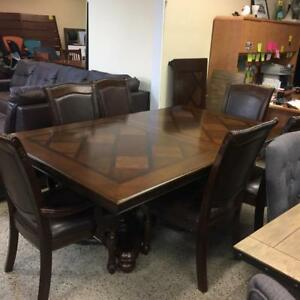 Traditional Dining Table and 6 Chairs Brand new