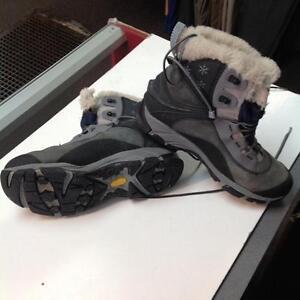 Merrel Low Winter Boots -W size 9.5- blue/black (sku: Z14905)