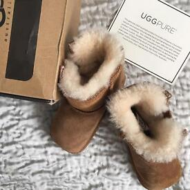 Baby Uggs - size M - brand new - chestnut colour