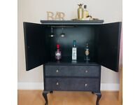 Home bar cocktail cabinet