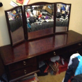 STAG DRESSING TABLE DARK STAINED/MAHAGONY SOLID ITEM