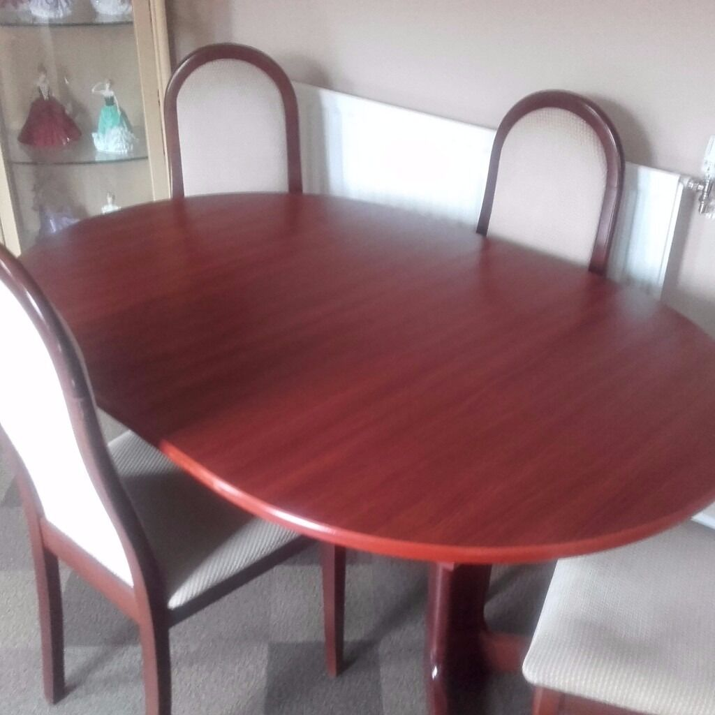 DINING / KITCHEN TABLE AND 4 CHAIRS