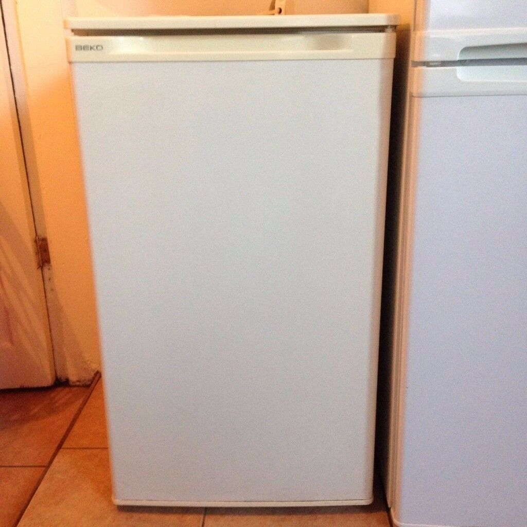 White Beko Free Standing Under Counter Fridge - Faulty (For Parts), Very Good Cosmetic Condition