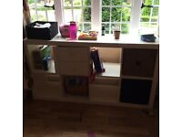 White Ikea storage unit. In good condition and comes with 3 storage baskets