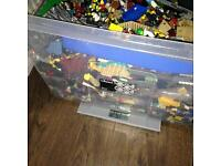 80 lt box of Lego and lodes of Lego people