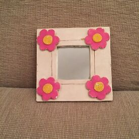 Cute little mirror,very expensive when bought,looks so lovely in a girls bedroom,unique item,£2!