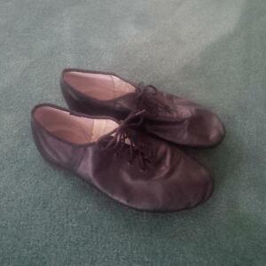 Bloch Jazz shoes size fits 7 1/2 ladies (actually 8 1/2 on shoe)